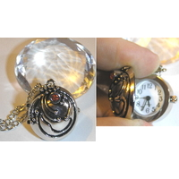 Collier Vampire Diaries pendentif de protection verveine d'Elena avec montre