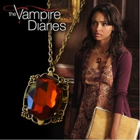 Collier Vampire Diaries amulette de protection de Bonnie