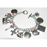 Bracelet 11 breloques symboles serie Once Upon A Time