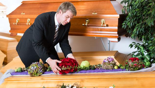 Devenir agent funéraire: la formation pour tester le métier agent funéraire.