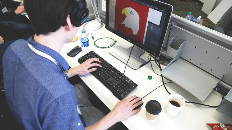 Devenir designer graphiste: la formation pour tester le métier designer graphiste.