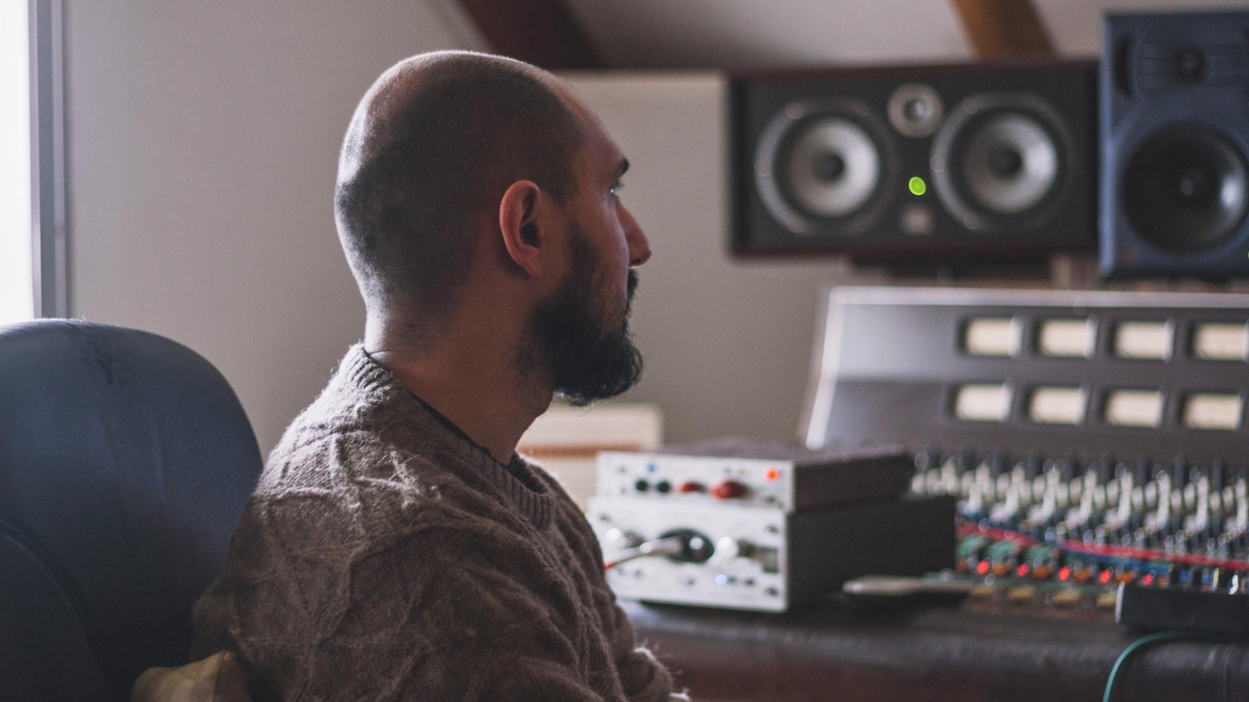 Devenir animateur de radio: la formation pour tester le métier animateur de radio.