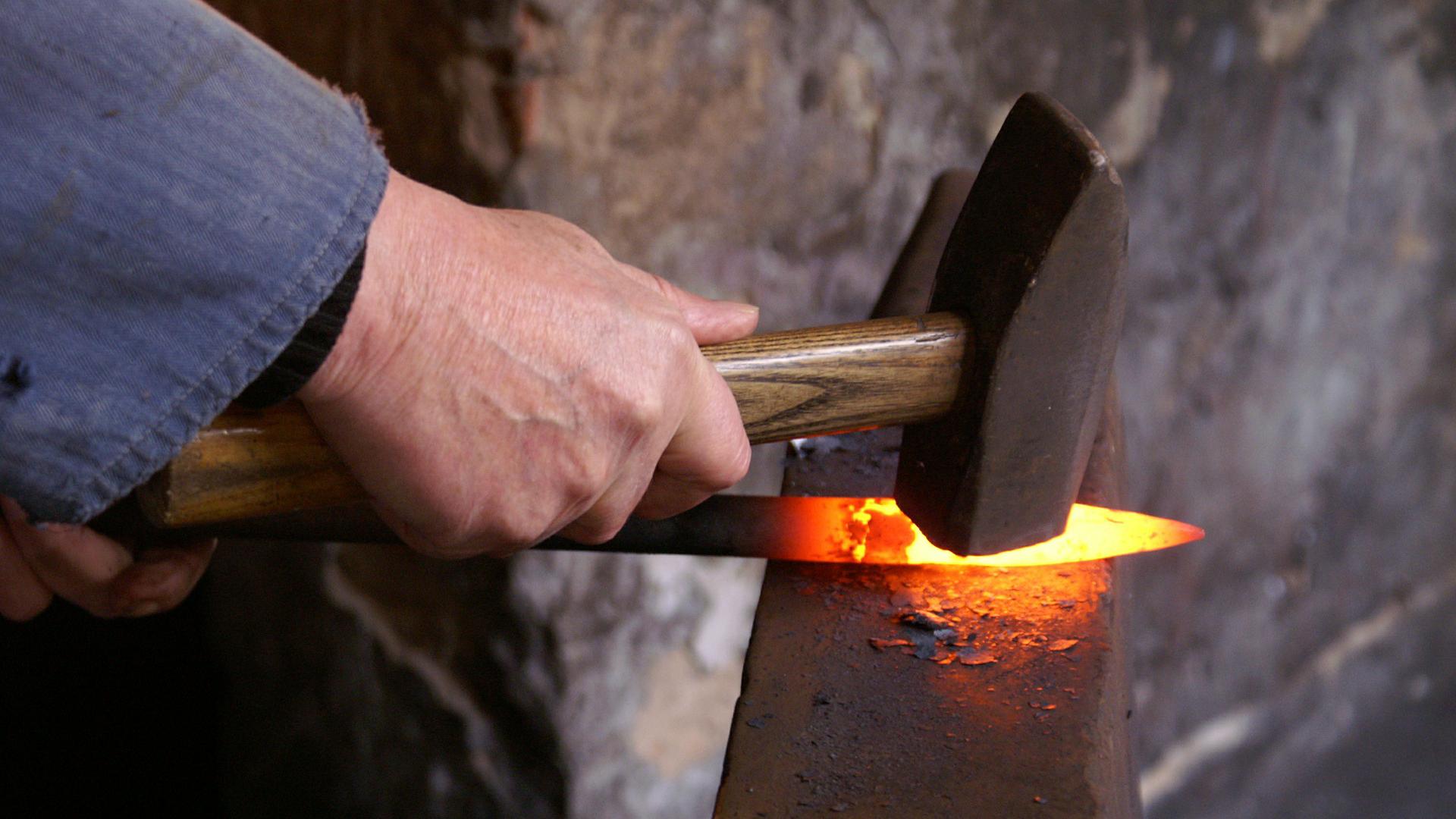 Devenir forgeron: la formation pour tester le métier forgeron.