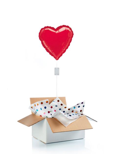 Ballon surprise gonflé à l\'hélium : grand coeur rouge