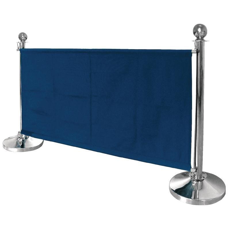 Barrière en toile bleu foncé. Poteaux vendus séparément