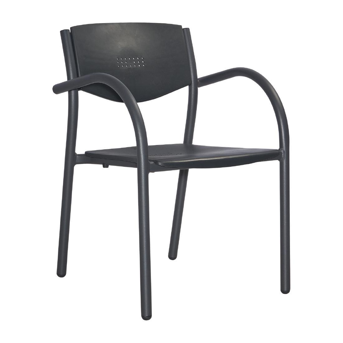 Chaises d\'extérieur design empilables par 8
