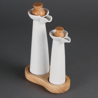 Bouteilles huile et vinaigre blanches en porcelaine