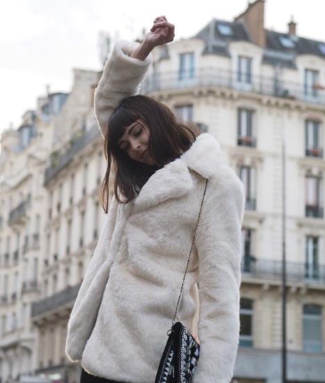 Manteau en fausse fourrure blanche