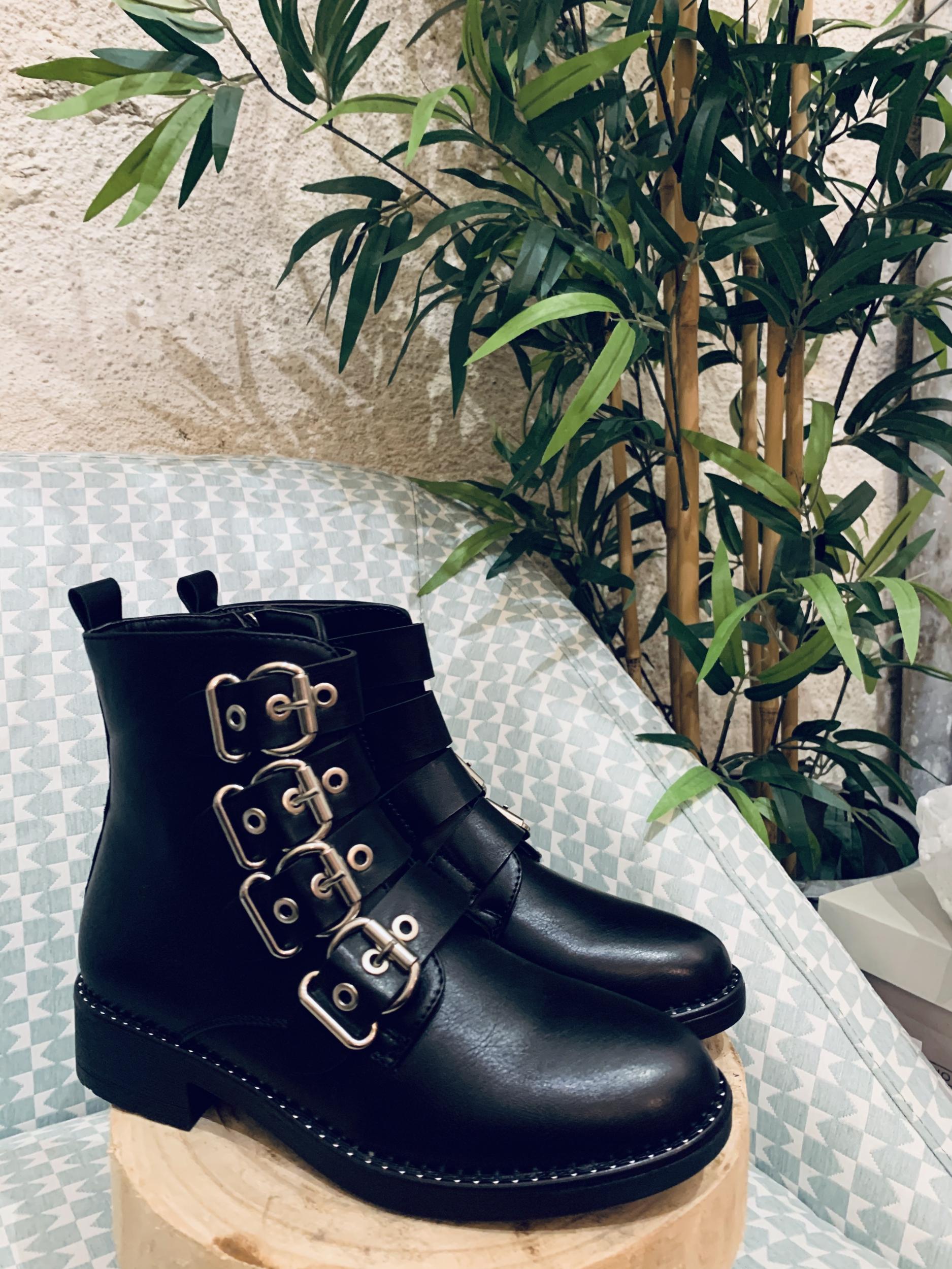 Boots noires à lanières esprit Givenchy