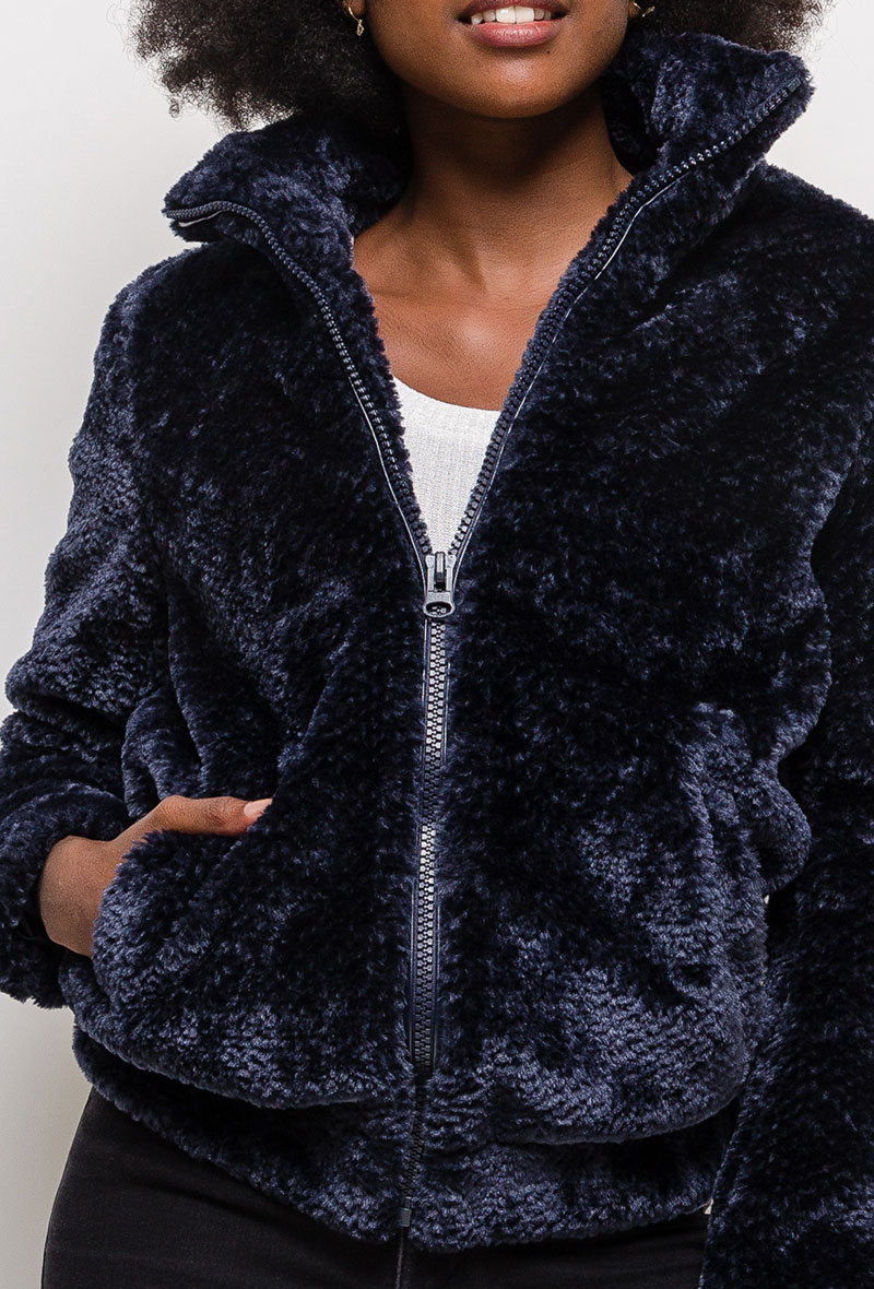 Manteau marine en fausse fourrure