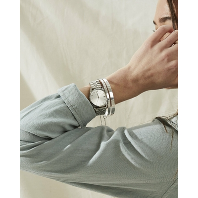 montre-rosefield-the-ace-gris-sunray-argent-acss-a04-portee