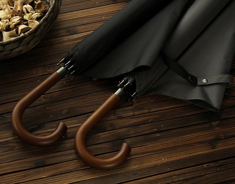 Parapluie long noir poignée courbe en bois déplié