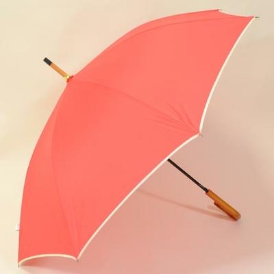 Parapluie long automatique rouge avec jolie poignée en bois