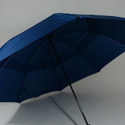 Très grand parapluie de golf bleu