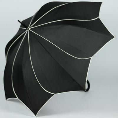 Parapluie noir en forme d'étoile