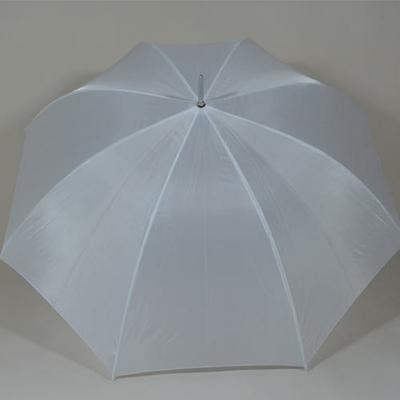 Grand parapluie blanc de mariage