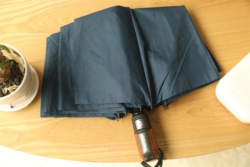 Parapluie pliant de qualité bleu plié