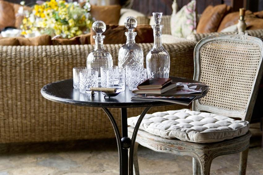 chaise_fanne_flamant_table_fauve_iron_flamant_villa_et_demeure