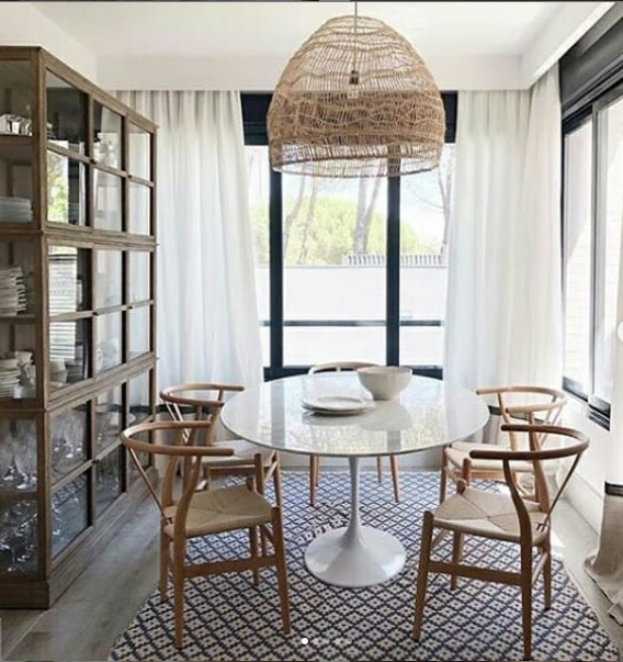 table_ronde_marbre_blanc_pied_blanc