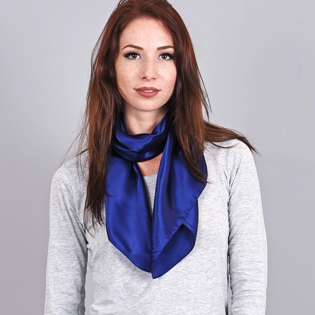 bd7bb88189a2 Foulard carré soie Bleu marine - Hôtesse et Accueil