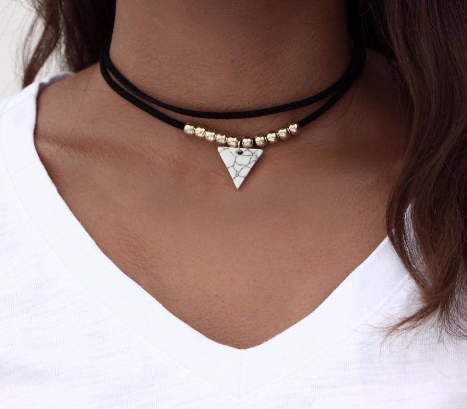 Collier Pendentif Triangle Cuir et Perles