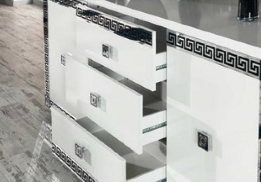salle manger laqu versace design tendance moderne pas. Black Bedroom Furniture Sets. Home Design Ideas