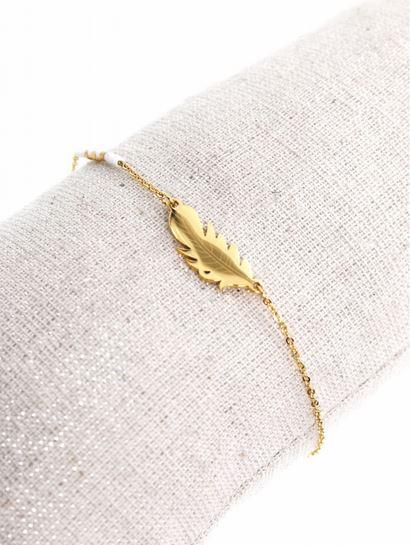 Bracelet plume dorée perles blanches pendentif H0.8cm L2.0cm acier inoxydable - Mile Mila  M1BR086 14.4