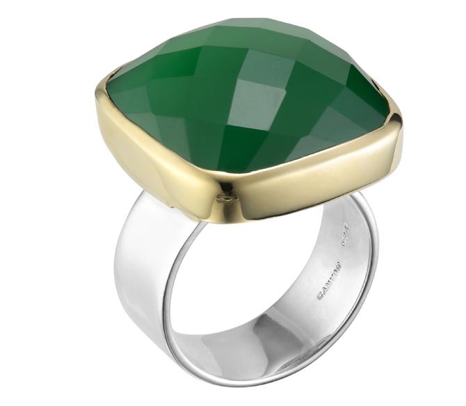Bague argent decorée d\'un onyx vert carre serti de laiton et pose sur un anneau en argent plat et large argent 925 - Canyon
