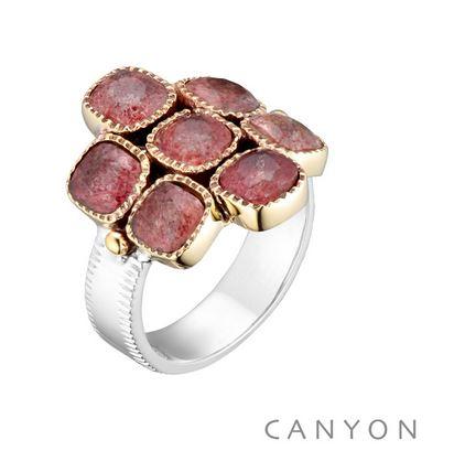 Bague argent et laiton composee d'un anneau argent plat et de 7 carres de quartz fraise sertis de laiton et de 2 petites boules de laiton - Canyon