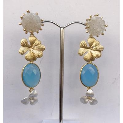 Boucles d'oreilles clous FLEURS calcédoine bleu et plaqué or LA BELLE SIMONE