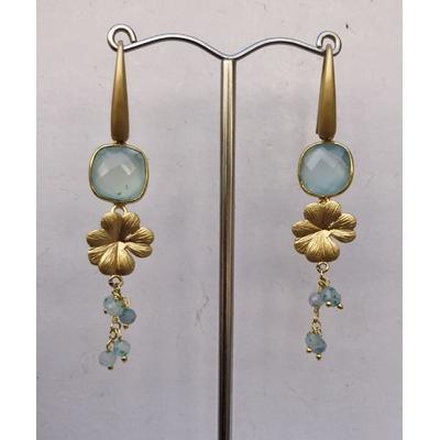 Boucles d'oreilles percées fleurs calcédoine aqua et plaqué or LA BELLE SIMONE