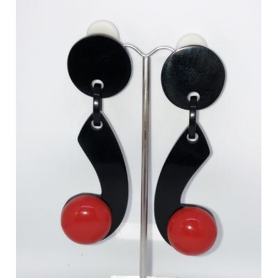 Boucles d'oreilles clips virgule noire et boule rouge Marion Godart