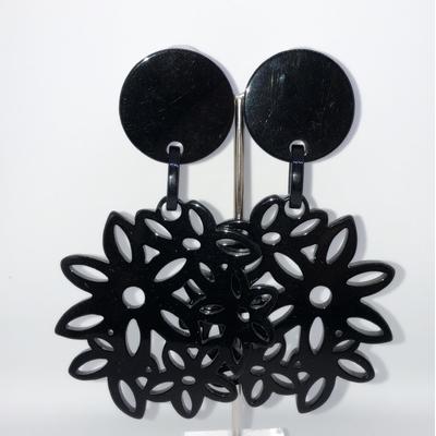 BO fleurs noires résine clips 8 cm Marion Godart