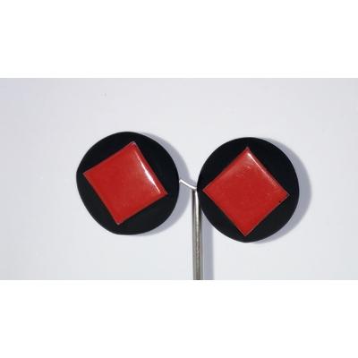 Boucles d'oreilles clips cabochon noir et carré rouge Marion Godart