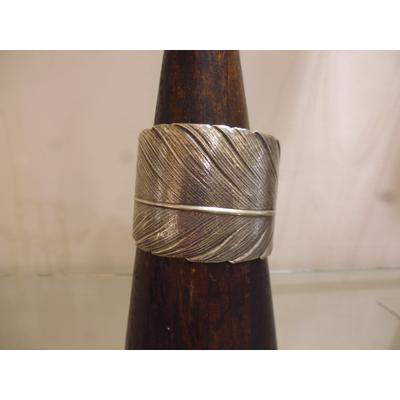 bracelet manchette plume plaqué argent patiné ajustable sans nickel inoxydable lotta djossou