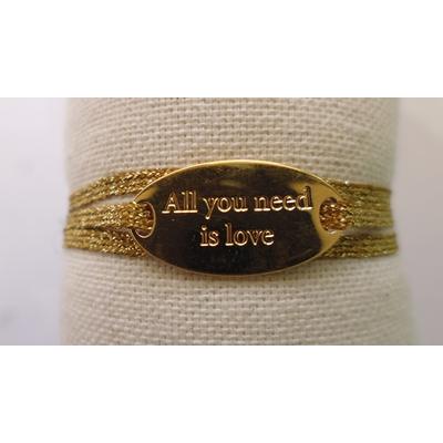 bracelet  médaille ALL YOU NEED IS LOVE plaqué or jaune 3 brins or foncé LA BELLE SIMONE