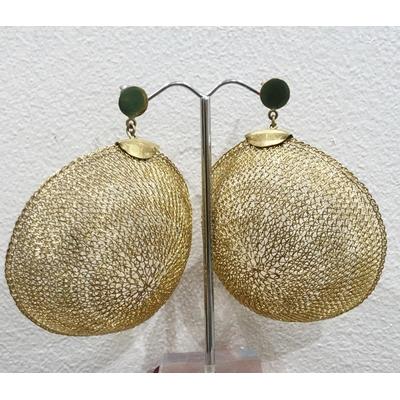 Boucles d'oreilles clous demie sphère dorée - fil de laiton tricoté main - Soninké