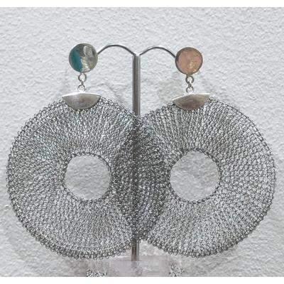 Boucles d'oreilles clous donuts argenté - fil de laiton tricoté main - Soninké
