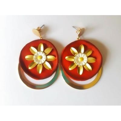 Boucles d'oreilles puces marguerite et anneau sur cuir marron et laiton plaqué or - La Belle Simone