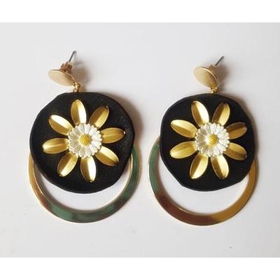 Boucles d'oreilles puces marguerite et anneau sur cuir noir et laiton plaqué or - La Belle Simone