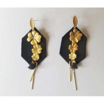 Boucles d'oreilles puces octogone en cuir noir et 3 fleurs en laiton plaqué or - La Belle Simone