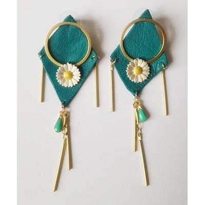 Boucles d'oreilles puces losange en cuir turquoise et marguerite anneau en laiton plaqué or - La Belle Simone