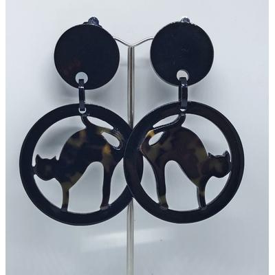 Boucles d'oreilles clips chat écailles dans cercle noir résine MARION GODART