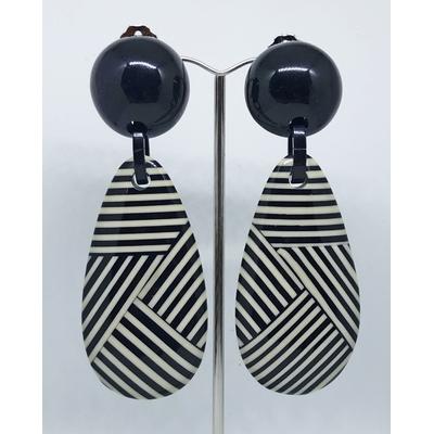 Boucles d'oreilles clips goutte noir et blanc résine MARION GODART