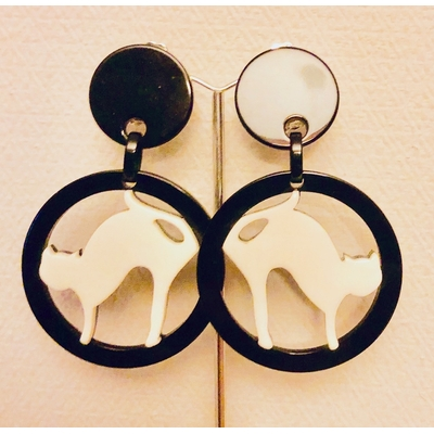 Boucles d'oreilles clips chat blanc cercle noir résine MARION GODART