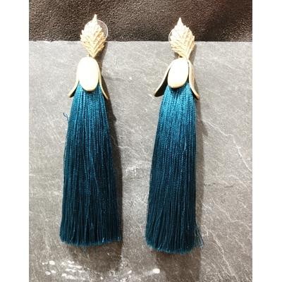 Boucles d'oreilles crochet pompon bleu moyen en soie plaqué or - LA BELLE SIMONE