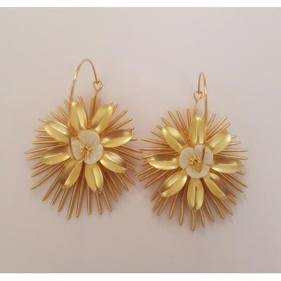 Boucles d'oreilles créoles fleurs en nacre et épis circulaires mod3 - La Belle Simone Bijoux
