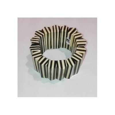 Bracelet élastiqué à rayures ivoire et noir résine Marion Godart