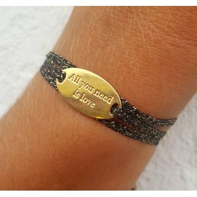 bracelet médaille ALL YOU NEED IS LOVE plaqué or jaune 3 brins chocolat doré LA BELLE SIMONE