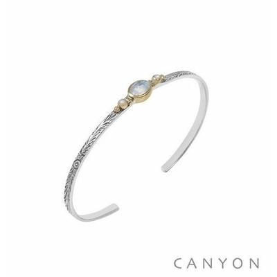 Bracelet argent jonc ouvert anneau gravé et décoré d'une pierre de lune et de 2 perles synthétiques blanches serties de laiton - Canyon